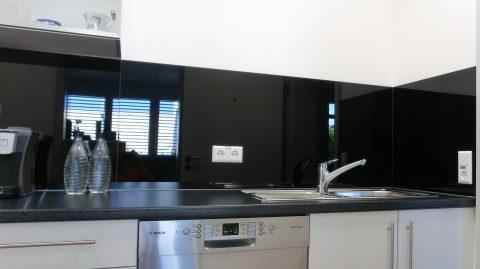 k chenr ckwand schwarz mehrteilig wdsksp braun glas spiegelstudio. Black Bedroom Furniture Sets. Home Design Ideas