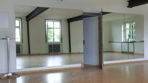 spiegelwand tanzstudio mehrteilig mit t r birl w braun glas spiegelstudio. Black Bedroom Furniture Sets. Home Design Ideas